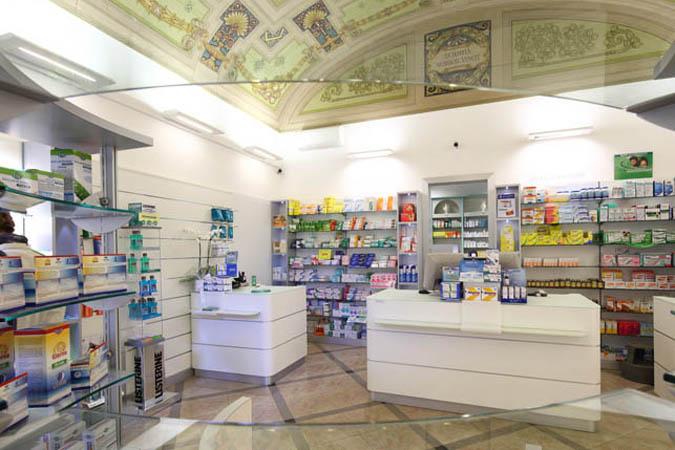 Arredamenti per locali pubblici e negozi su misura stefra for Arredamenti farmacie